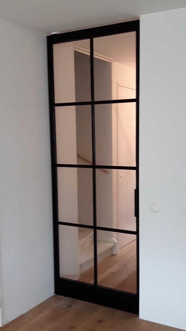Stalen taatsdeur FritsJurgens met een 8 vlakkenverdeling en een FritsJurgens taatssysteem vanwege vloerverwarming.