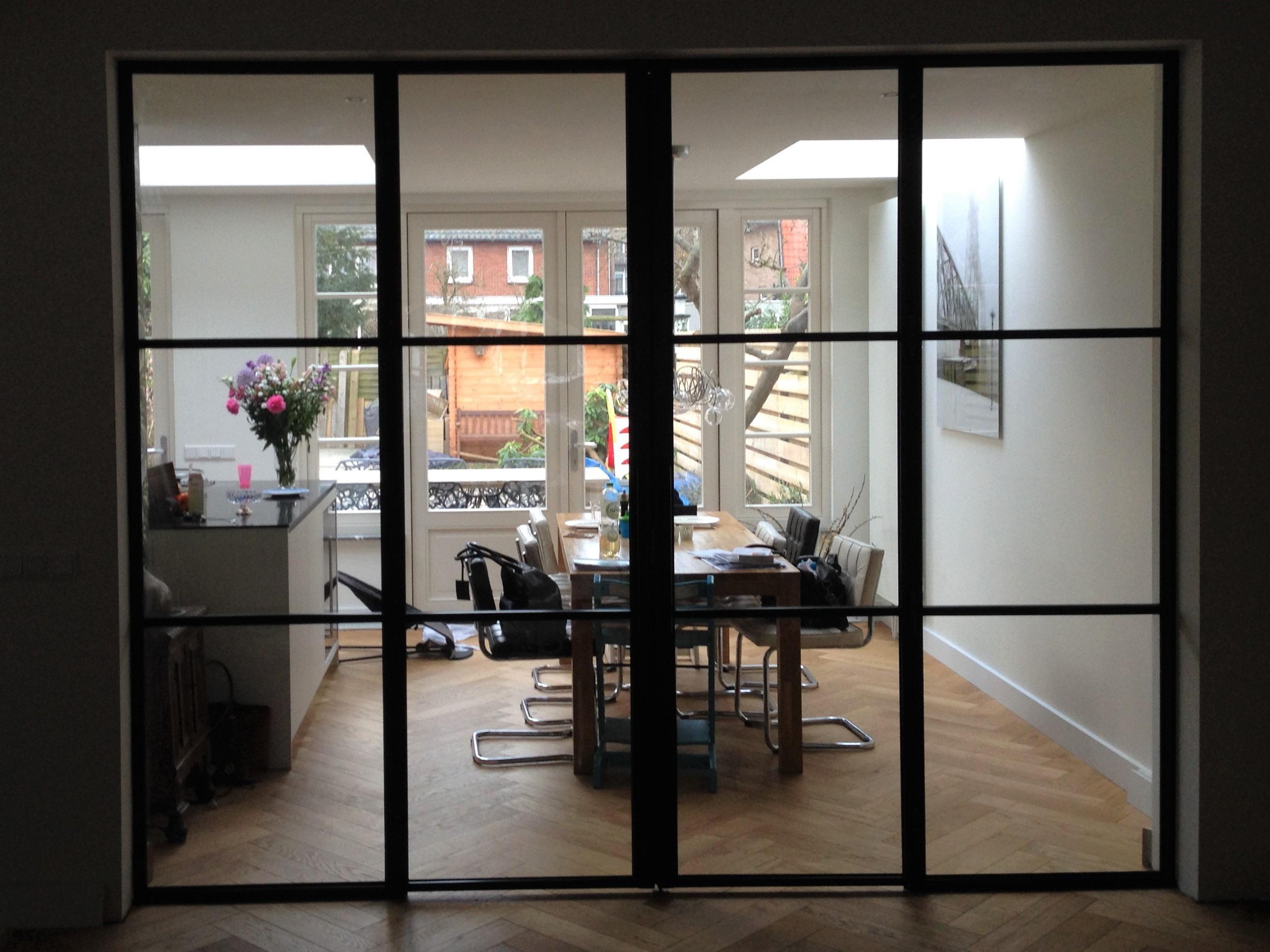 Dubbele scharnierdeuren met vaste zijpanelen en buisgreep - Heemstede