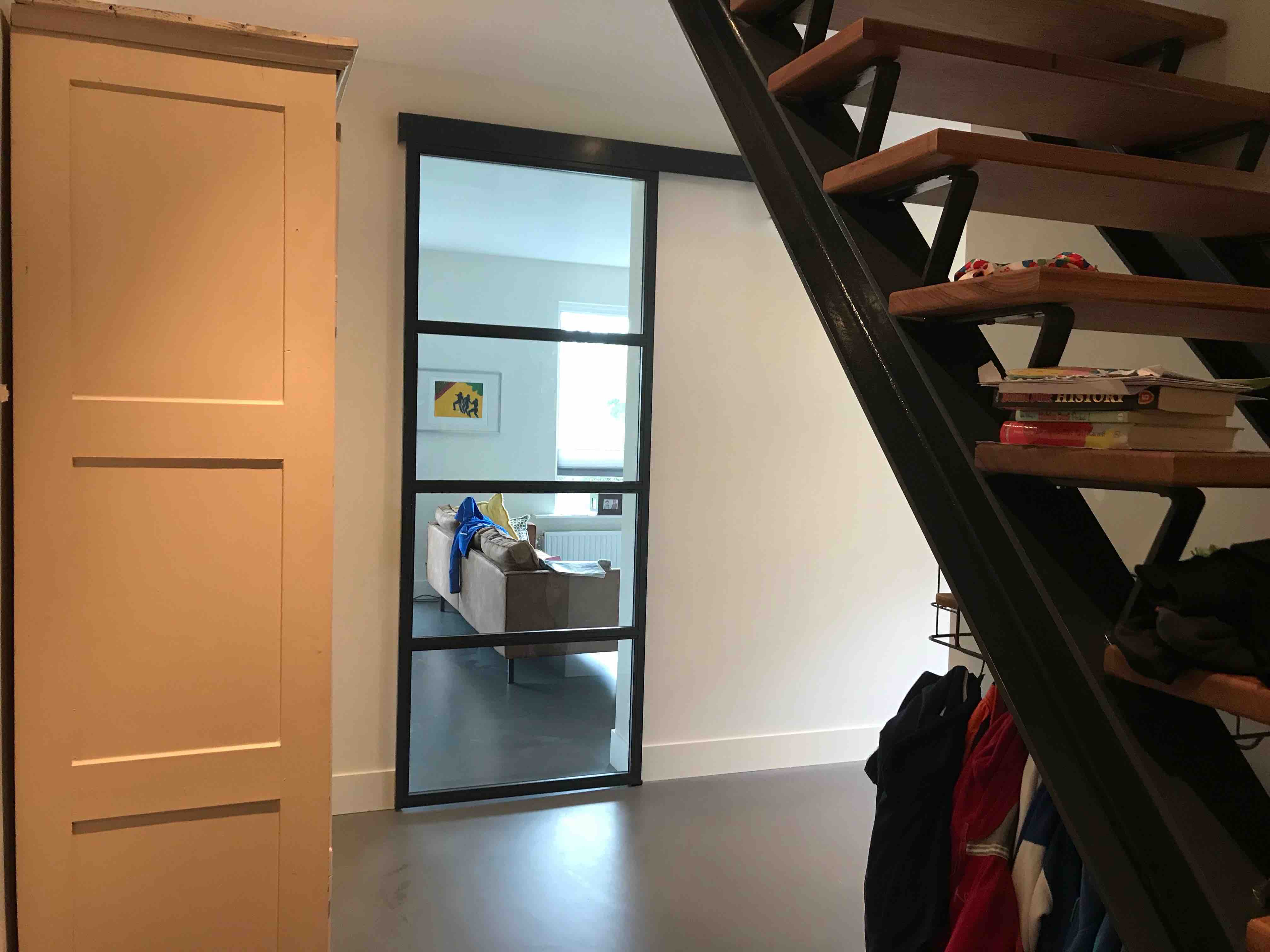 Stalen schuifdeur met 4 vakken en deklijst - De Bilt - Mijn Stalen Deur
