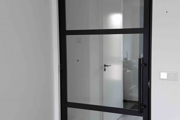 Stalen deur – Zevenhuizen