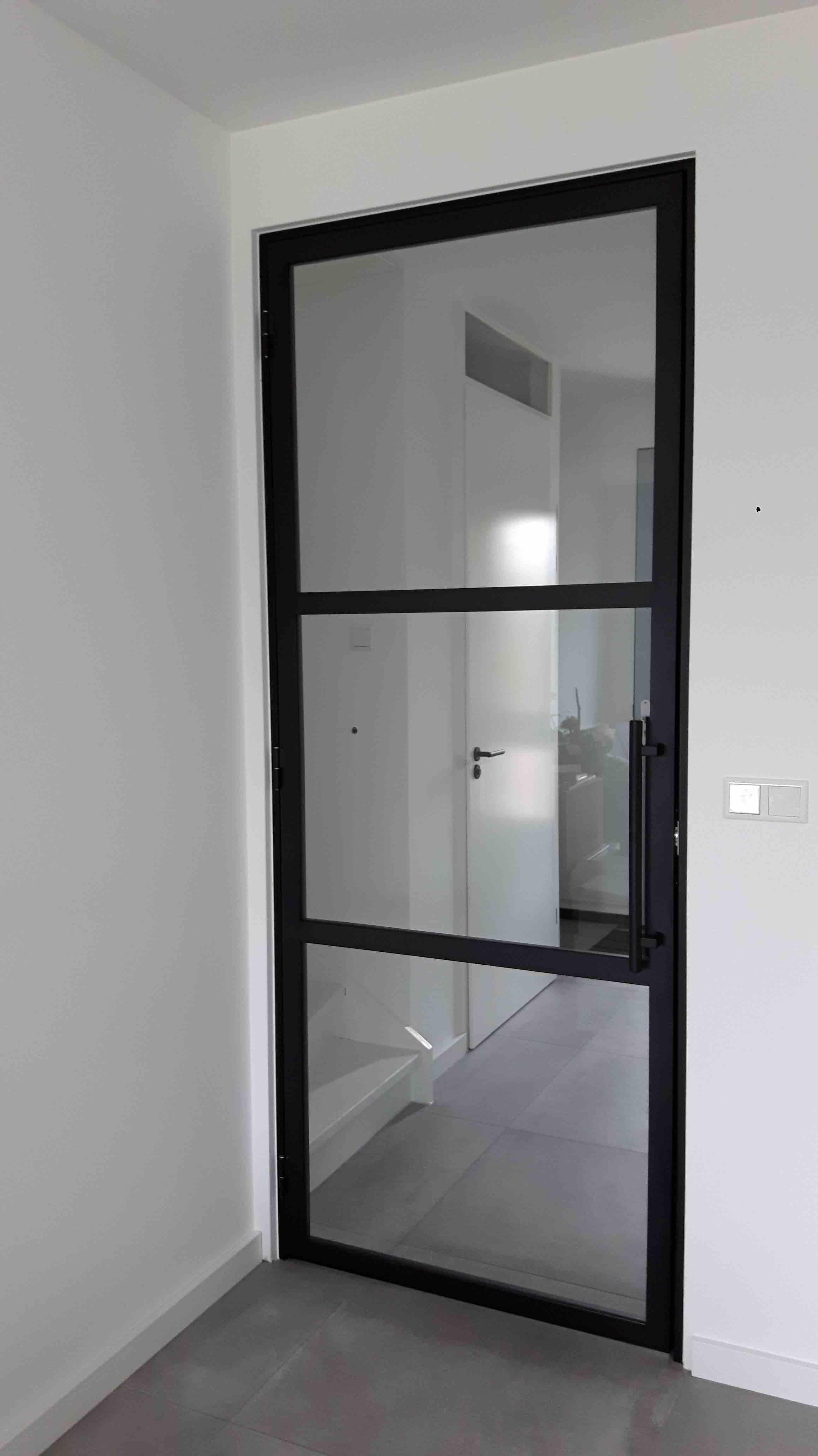 Stalen deur (scharnier) met 3 vlakken en buisgreep - Zevenhuizen - Mijn Stalen Deur