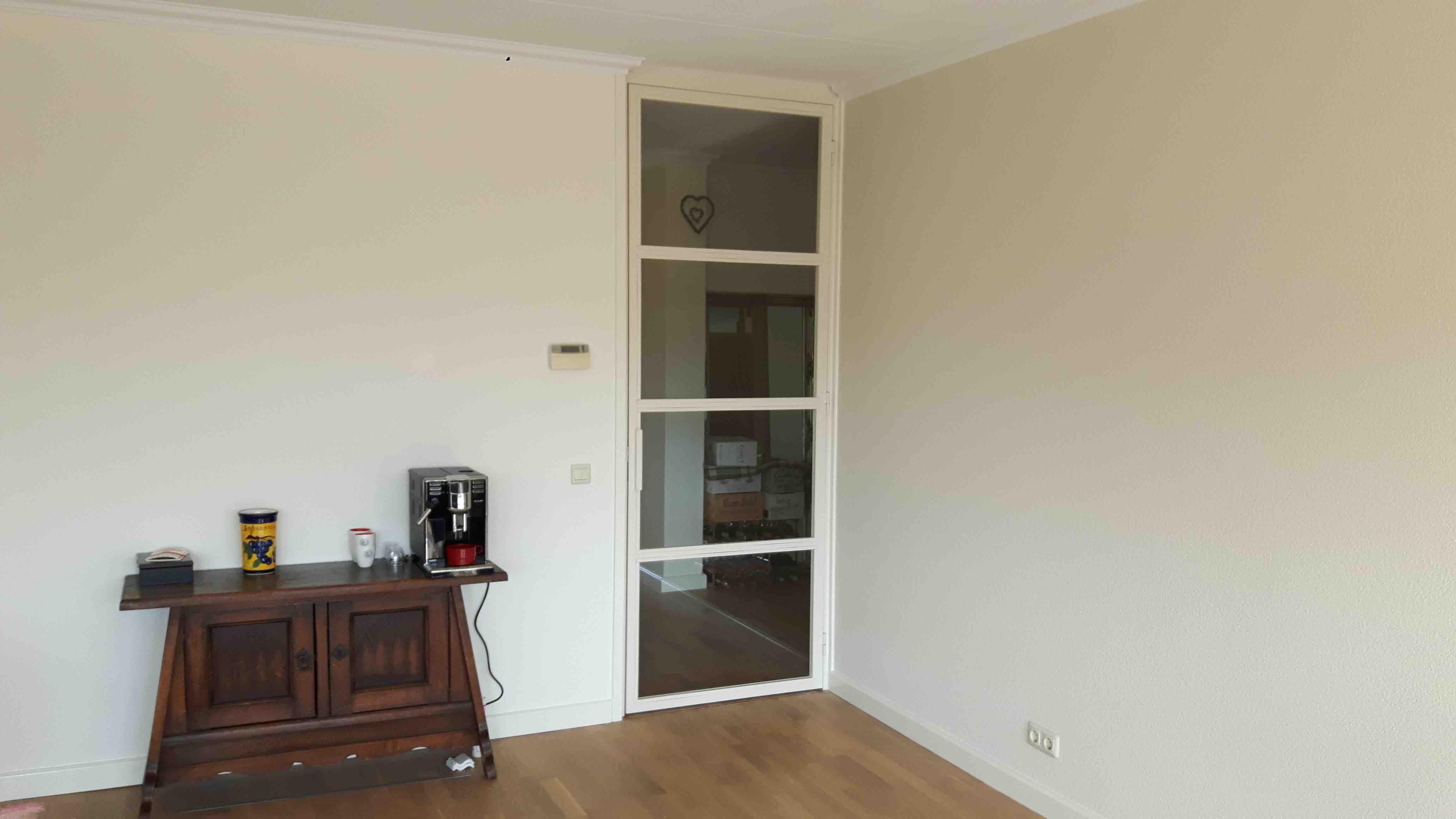 Witte stalen deur (RAL 9001) met een 4 vlakken verdeling - Mijn Stalen Deur